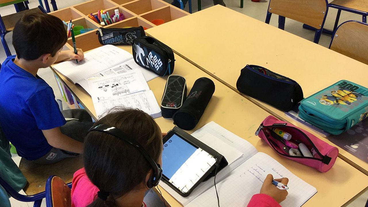 A Elancourt, toutes les classes de primaire mais aussi de maternelle sont équipées de tablettes (la ville en a acheté 2.400).