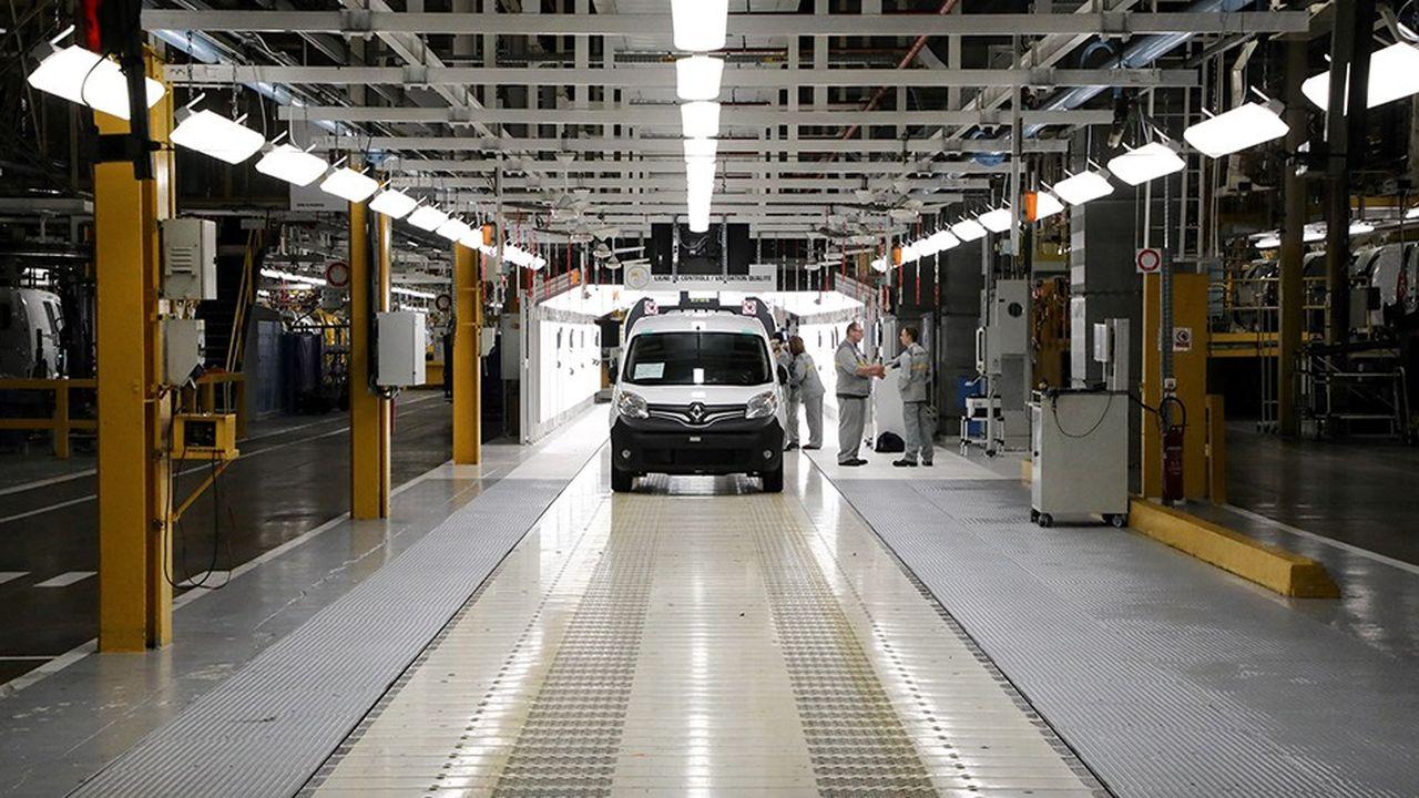 Les industriels français de l'automobileinterrogés par l'Insee ont désormais l'intention de baisser de 10% leurs investissements cette année.