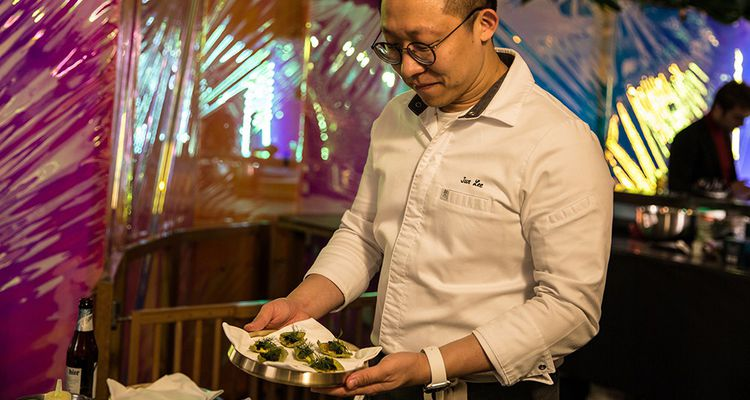 Le chef Jun Lee a, dans son pays, un restaurant étoilé baptisé Soigné.