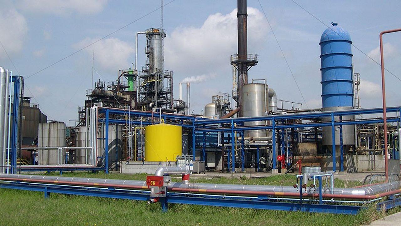 EcoHuile, l'usine du recycleur Aurea basée à Lillebonne près duHavre, régénère l'huile noire pour faire de l'huile de base pour lubrifiants, du bitume ou encore du fioul de chauffage.