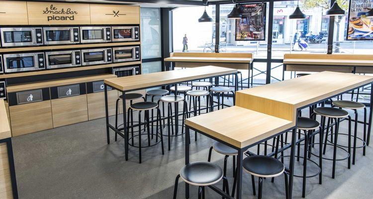 Le magasin pilote d'Issy-les-Moulineaux, près de Paris, abrite un espace restauration de 30 places assises.