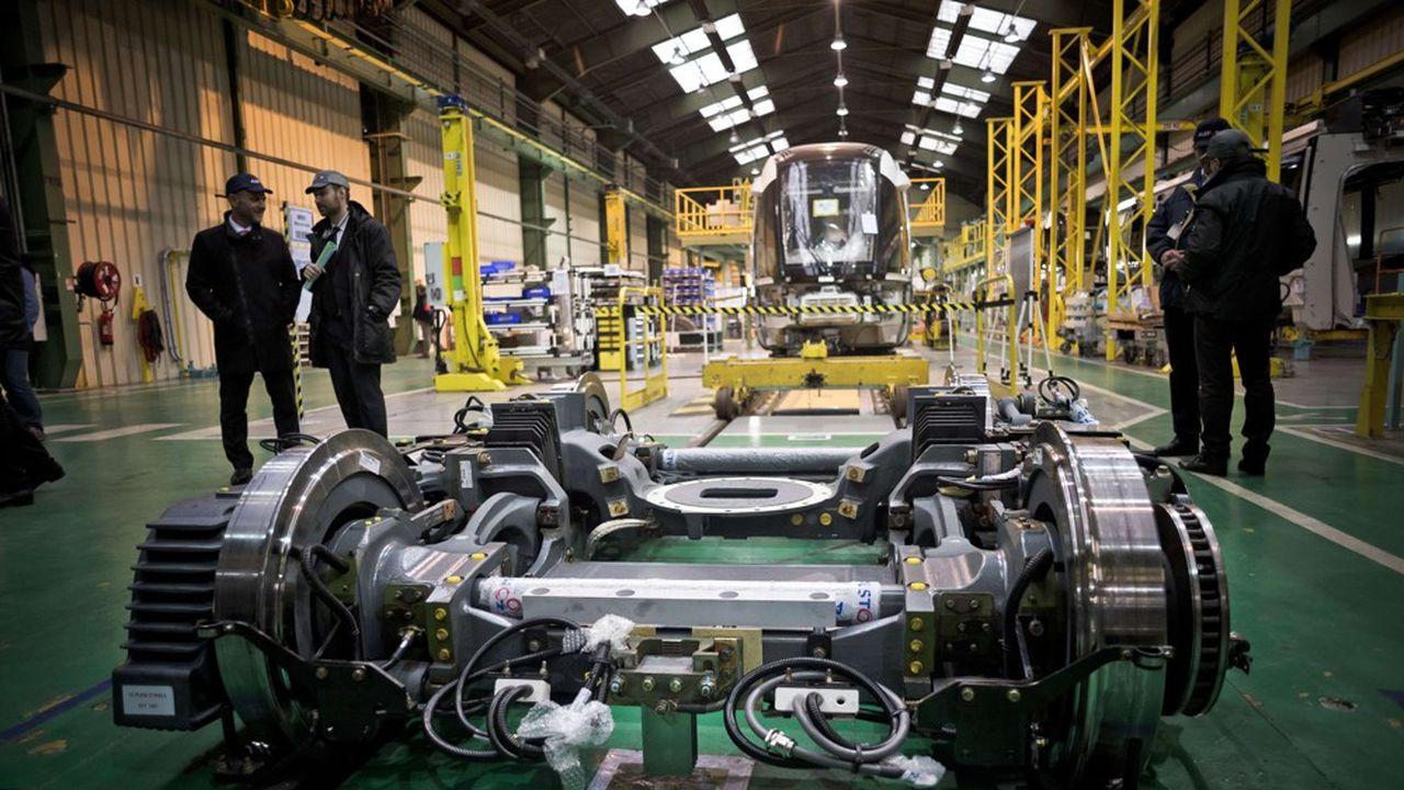 C'est dans le matériel de transport, et notammentla production de matériels ferroviaire ou aéronautique, que l'activité a le plus chuté en septembre