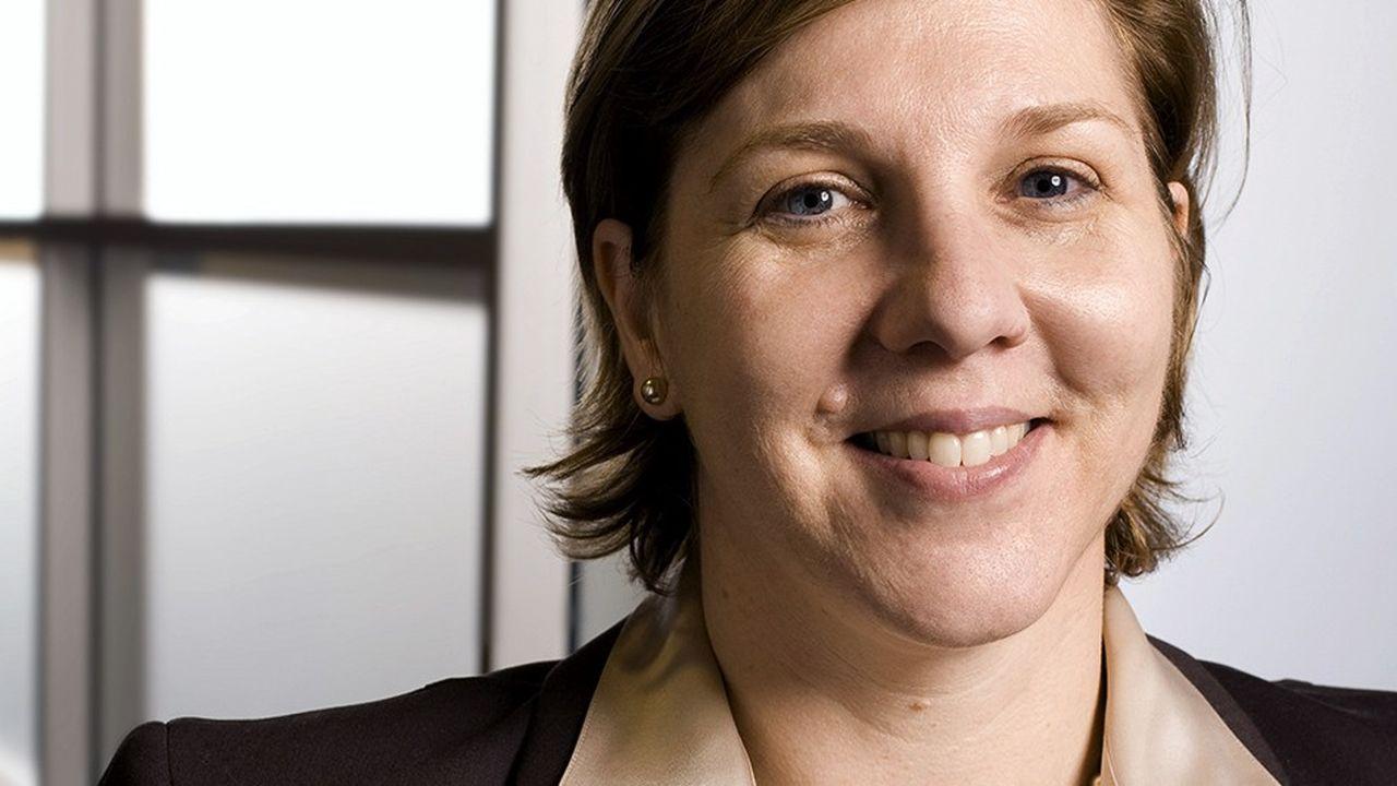A 26 ans, Robyn Denholm décroche son premier emploi chez Toyota, dans le département des finances, sorte de réconciliation entre ses deux penchants, les comptes et l'automobile