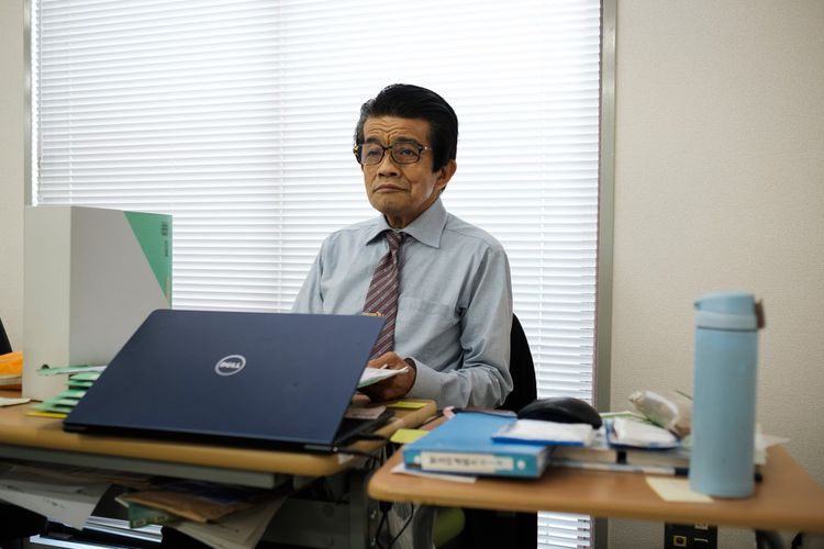 Kudoba, 70 ans, travaille pour General Partner. Jusqu'à 64 ans, il était emplyé dans une organisation de protection sociale. Comme les employés doivent partir à 70 ans dans cette entreprise, il cherche un autre poste...