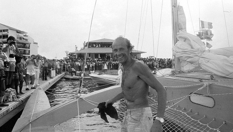 Mike Birch, le premier vainqueur de la Route du Rhum, lors de son arrivée à Pointe-à-Pitre, en Guadeloupe, le 28 novembre 1978.