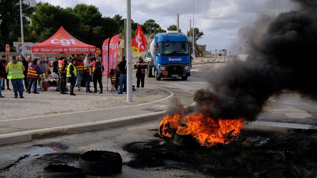 L'ensemble des sites pétroliers ont connu des mouvements sociaux ce 22novembre, comme ici à La Mede, près de Marseille