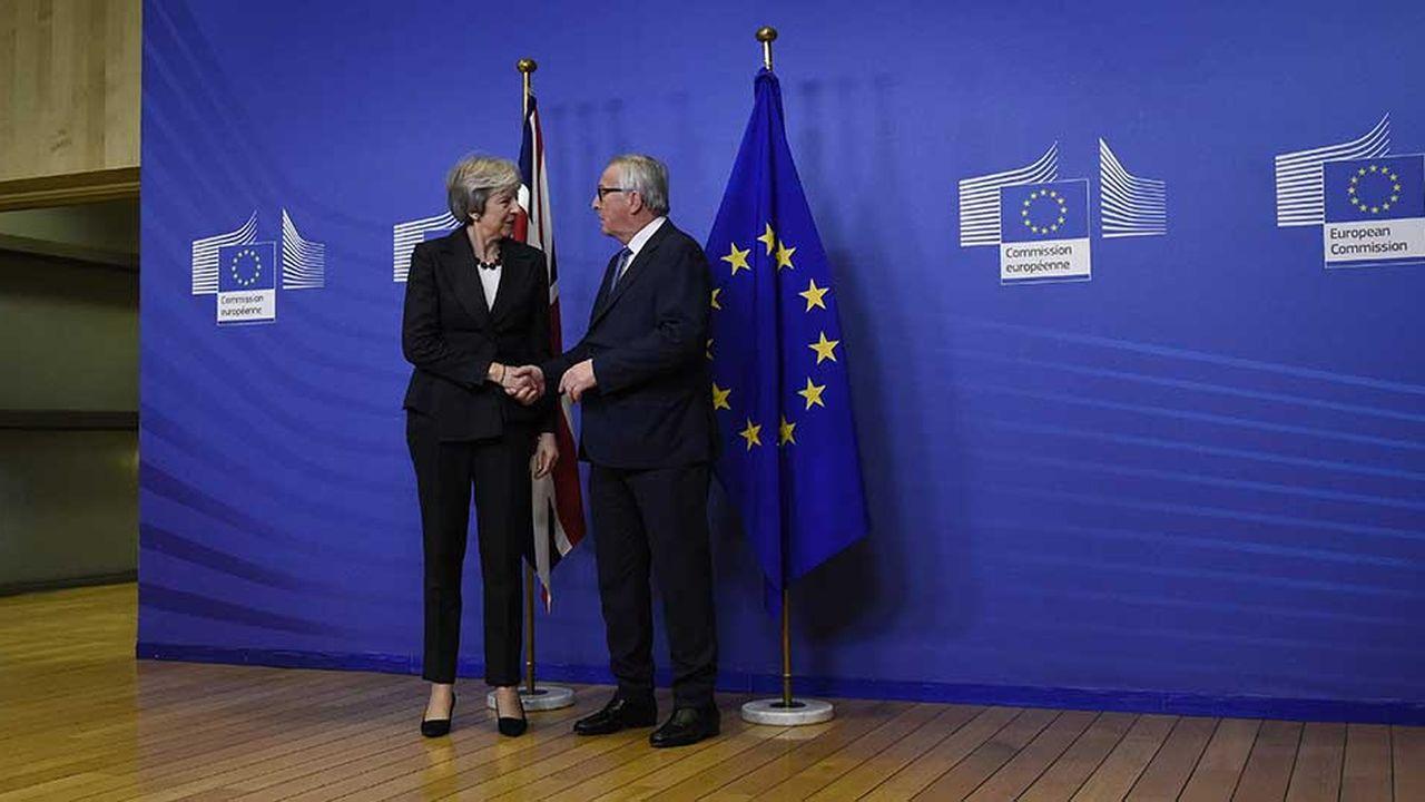 Jean-Claude Juncker, le président de la Commission européenne, a accueilli Theresa May à Bruxelles, mercredi soir, pour une rencontre qui a permis de débloquer la question commerciale.