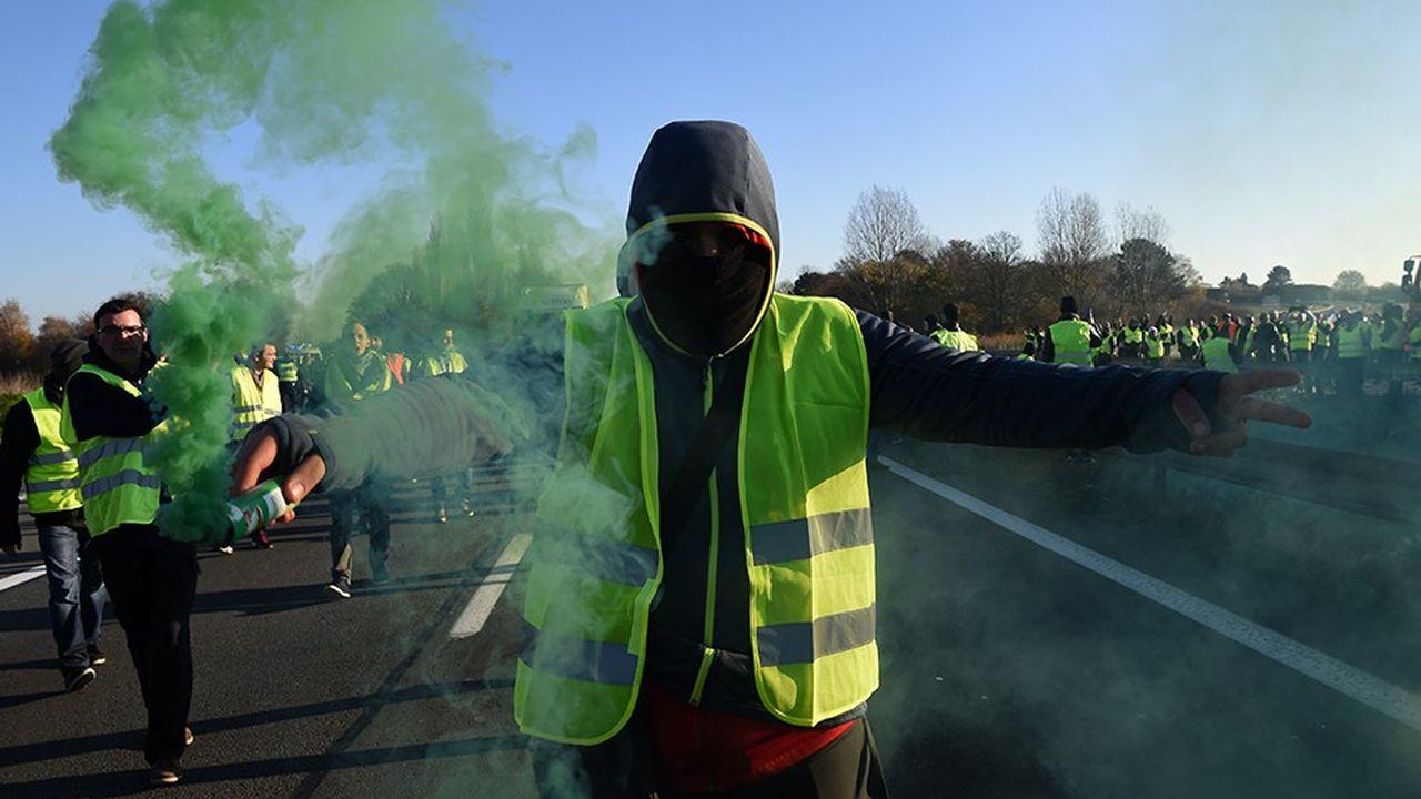 Les «gilets jaunes» ont été autorisés à manifester samedi sur le Champ de Mars. Le gouvernement craint des troubles et campe sur une ligne ferme.