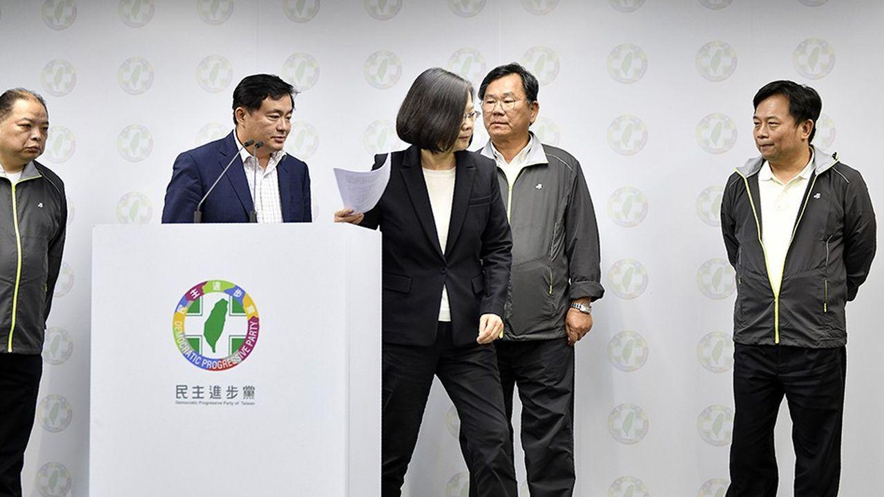 La présidente Tsai Ing-wenreconnaît la défaite de sa formation aux élections locales du 24novembre.