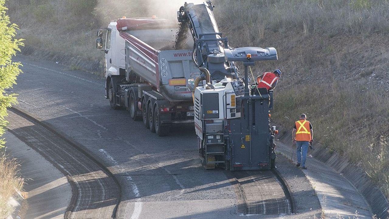 Les services de l'Etat ont déjà largement recours à la sous-traitance pour certains travaux importants, comme la réfection de chaussées par exemple. Le rapport avance que d'autres tâches pourraient être sous-traitées, comme le déneigement des routes.