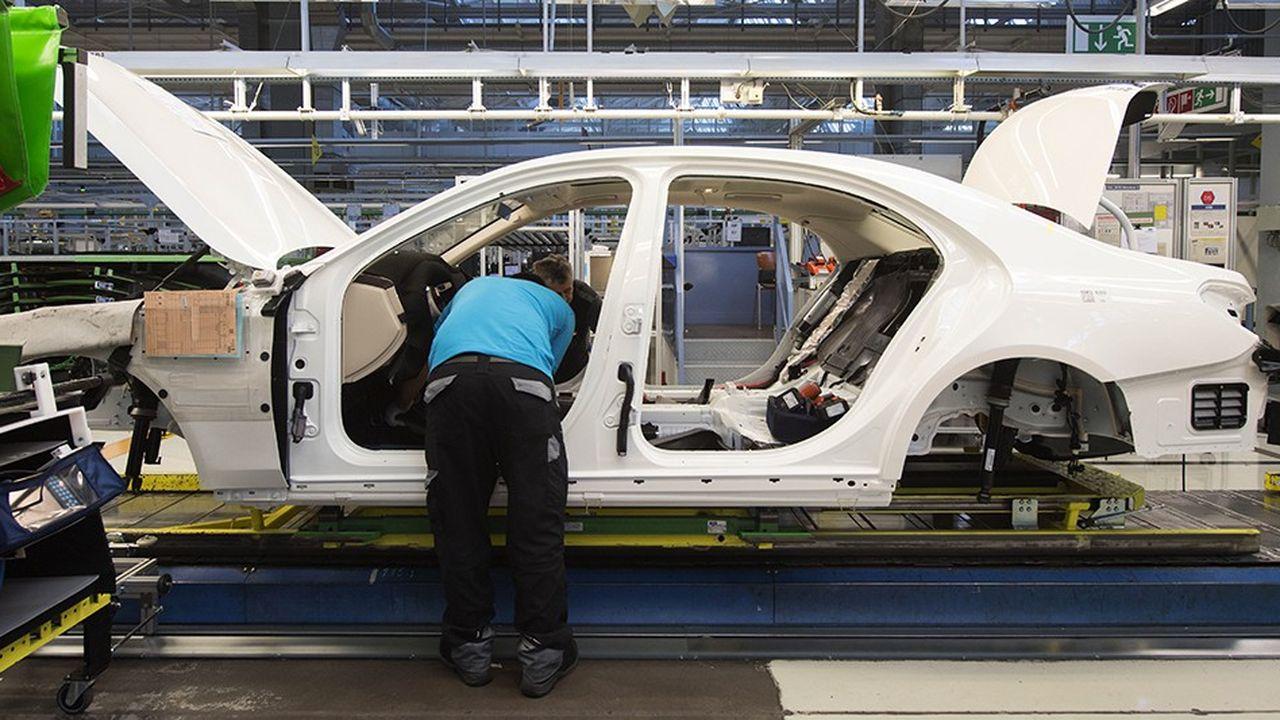 Le recul du PIB allemand tient au recul des exportations, lequel s'explique en partie par les modifications des règles d'évaluation des émissions polluantes des voitures. Celles-ci ont en effet gelé une partie de la production des constructeurs au troisième trimestre.