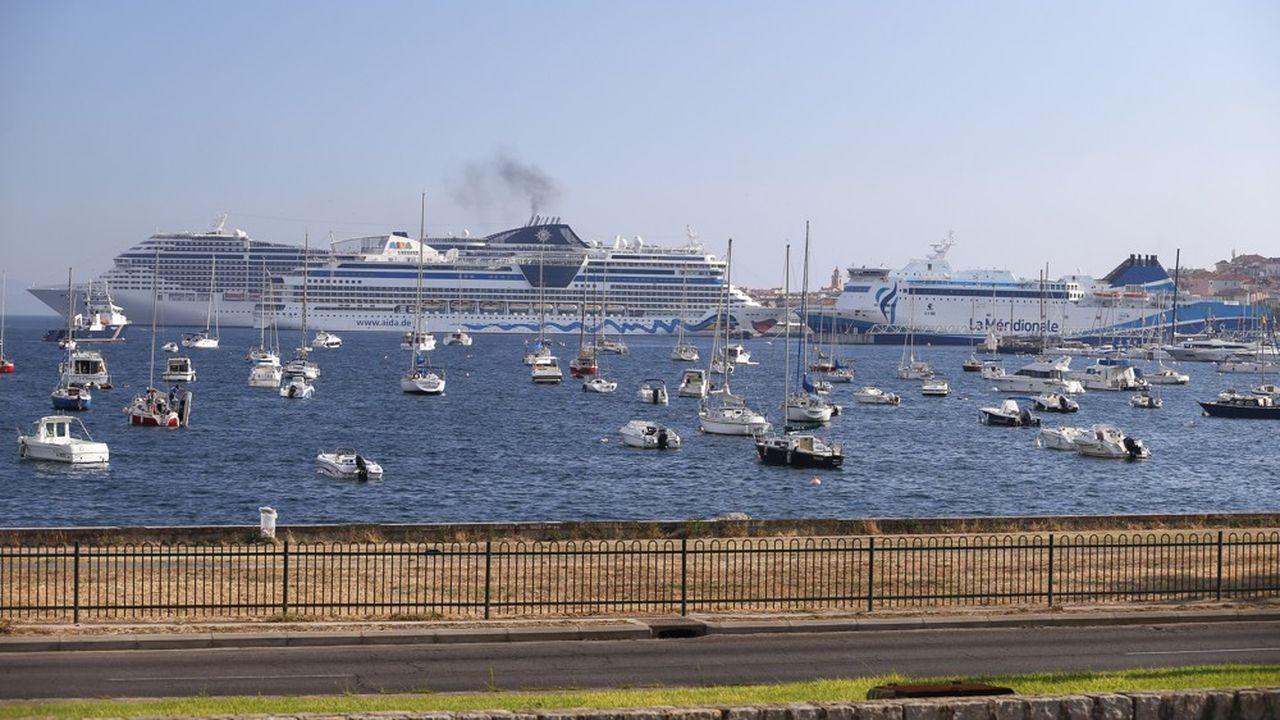 L'Azura, qui sillonne la Méditerranée pour le compte de Carnival, le leader du secteur des croisières touristiques, avait été épinglé en mars dernier.