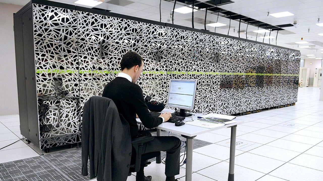 Parmi les mesures phares, la construction d'un supercalculateur dédié à l'IA d'une puissance supérieure à 10 PétaFlops.