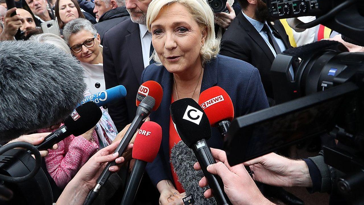 Marine Le Pen entend bien profiter de la révolte des «gilets jaunes» pour asseoir son statut de première opposante à Emmanuel Macron.