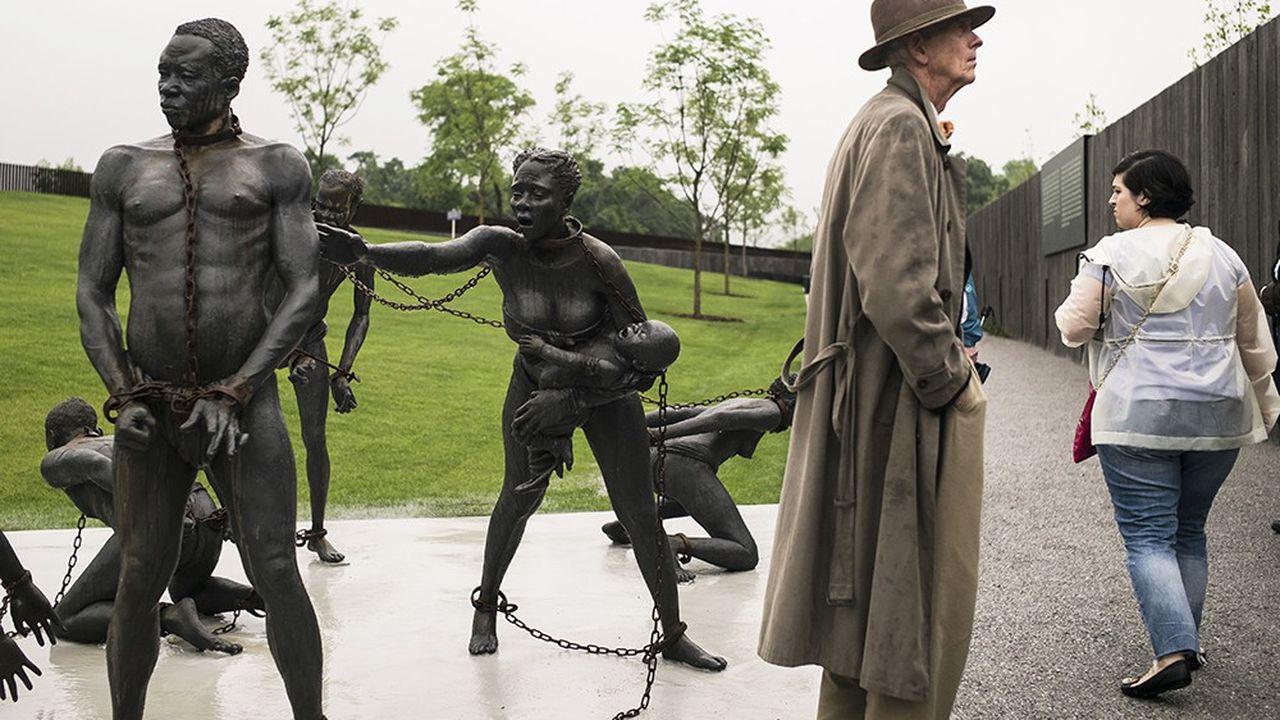 En avril dernier, un mémorial du souvenir des esclaves noirs et de tous ceux terrorisés par les lynchages lors de la période de ségrégation, a été inauguré à Montgomery dans l'Alabama.