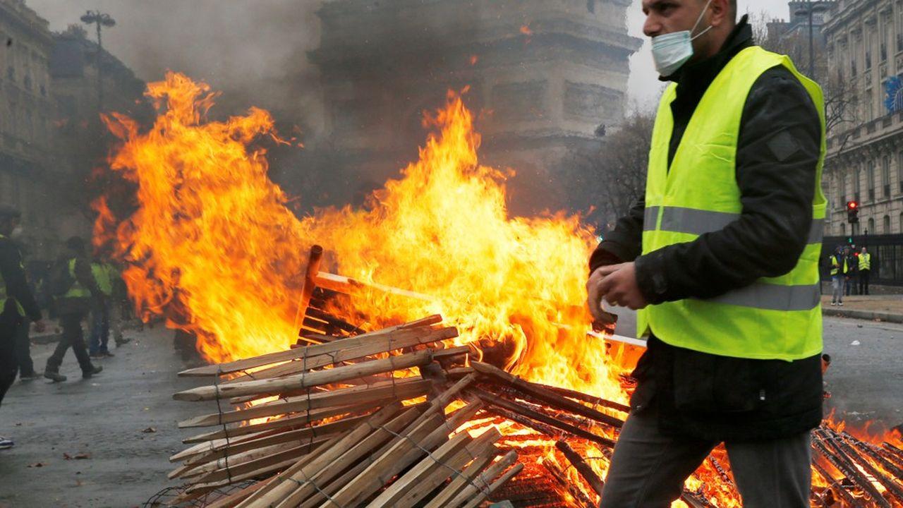 Les violents heurts survenus à Paris dans le sillage de la mobilisation des « gilets jaunes » ont conduit à 205 interpellations samedi, selon un bilan de la préfecture de police de Paris à 18h.