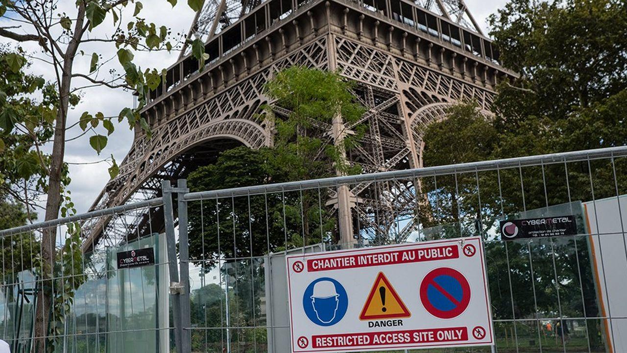 Chantier du parvis de la tour Eiffel.