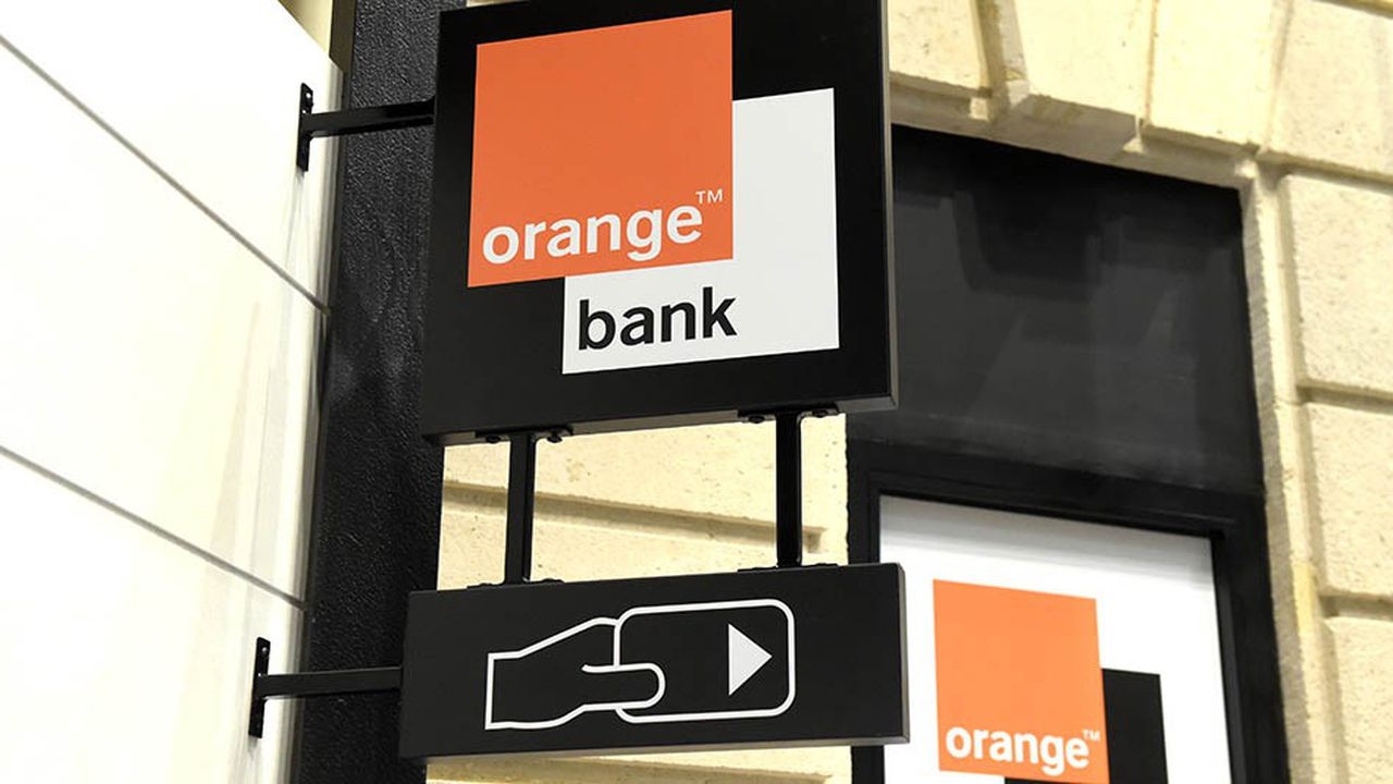 A picture taken in Paris shows the logo of 'Orange Bank' the online free banking service opened on November 2, 2017 by French Telecom group Orange. (Photo by ERIC PIERMONT / AFP)
