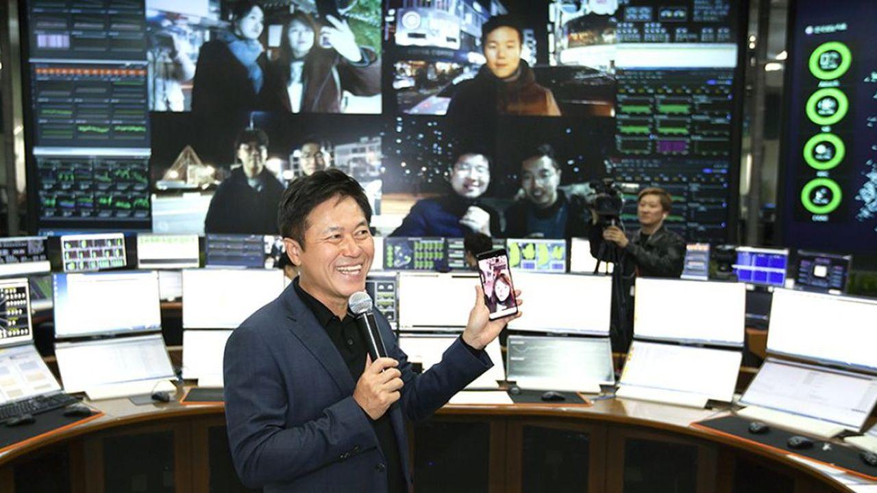 C'estPark Jung-ho, le patron de SK Telecom qui a réalisé le premier appel vidéo 5G via un smartphone en Corée du Sud