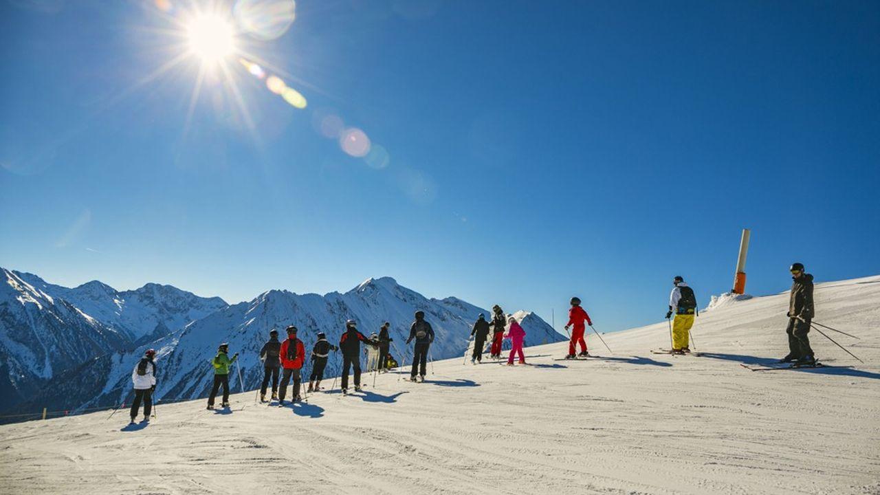 Quelque 15.000 saisonniers s'apprêtent à être embauchés et à débuter leur saison dans les stations de ski.