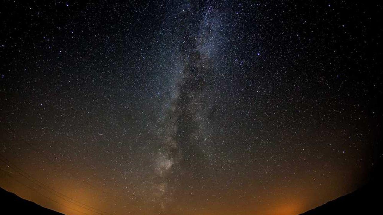 DisparaîtreLes Voie En Train De La Lactée Est Echos W29EeHIDY