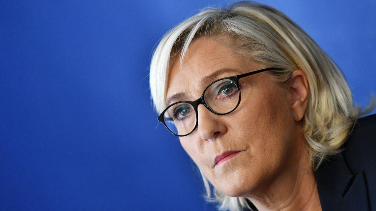 Marine Le Pen a ironisé mardi sur les annonces du gouvernement destinées à calmer la colère des gilets jaunes.