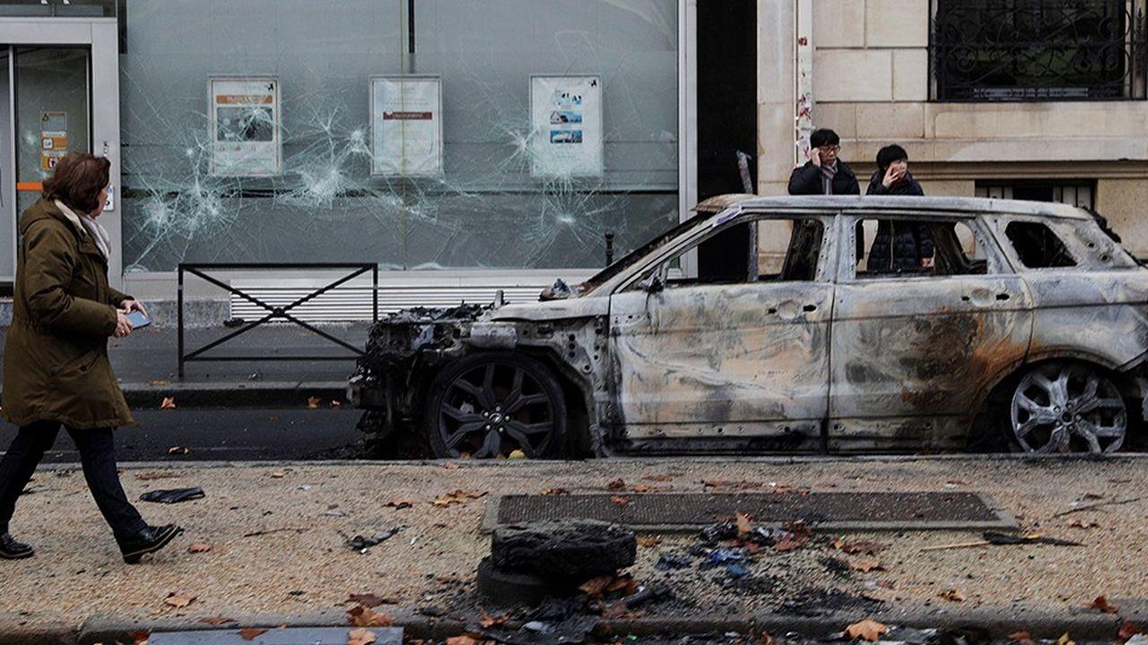 D'après un premier bilan publié par la CCI de Paris, plus de 200 commerces ont été vandalisés dans la capitale ce week-end.