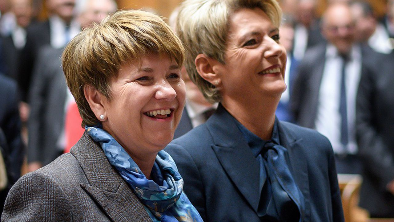 Viola Amherd (à gauche) et Karin Keller-Sutter ont été élues mercredi membres du gouvernement suisse.