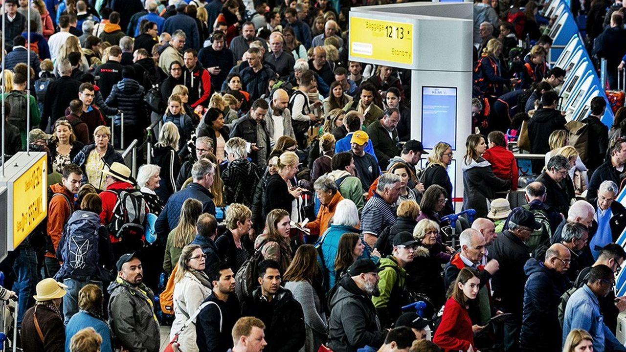 L'aéroport d'Amsterdam Schiphol est saturé, et l'extension de celui de Lelystad, à une cinquantaine de kilomètres de la ville, est censée le désengorger.