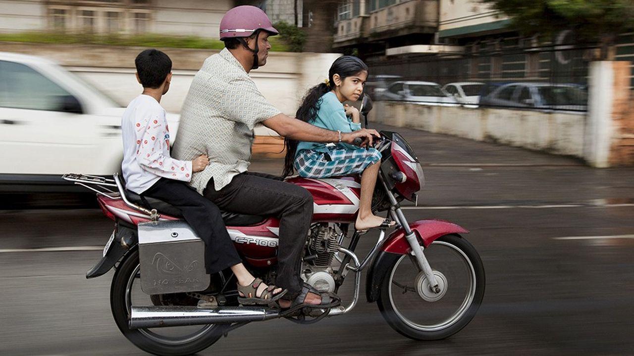 La route tue davantage dans les pays pauvres que dans les pays riches. Les premiers enregistrent un taux moyen de 27,5 décès pour 100.000 habitants, les seconds de 8,3. Piétons et cyclistes (26 % des décès) et motocyclistes (28 %) sont particulièrement vulnérables.
