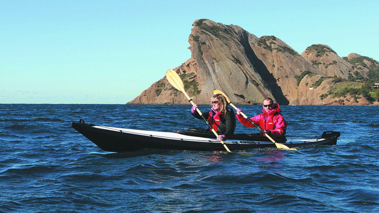Près de 40 heures sont nécessaires à la production d'un kayak Nautiraid moyen.