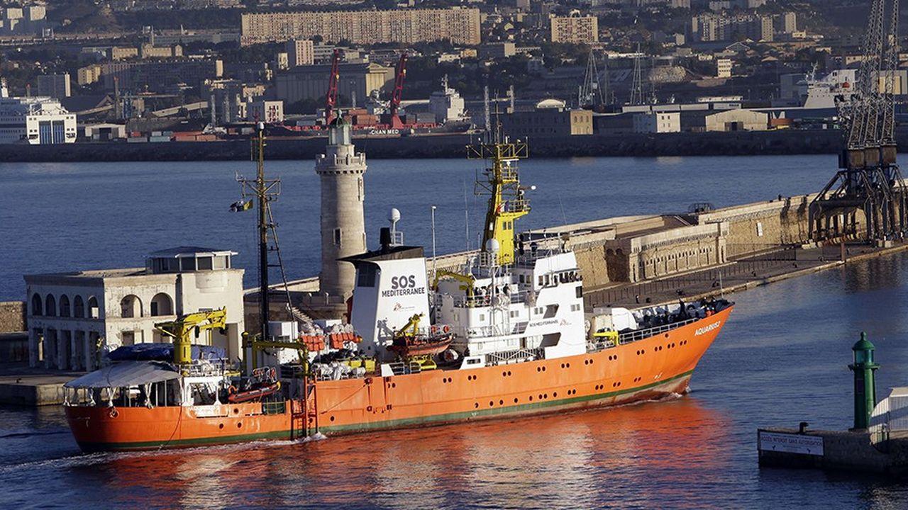 Bloqué à quai dans le port de Marseille, l'Aquarius n'effectuera plus de mission de sauvetage humanitaire en Méditerranée
