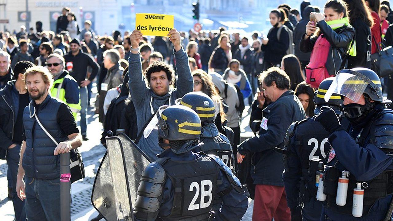 Plusieurs milliers de lycéens ont manifesté dans les rues de Marseille, ce jeudi.