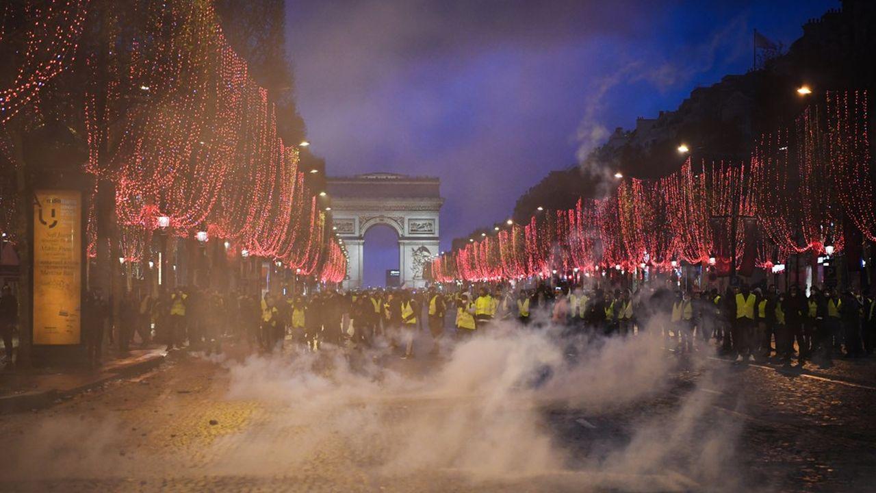 Si la police maîtrise dans l'ensemble la situation, des incidents ont éclaté dans plusieurs quartiers de Paris.