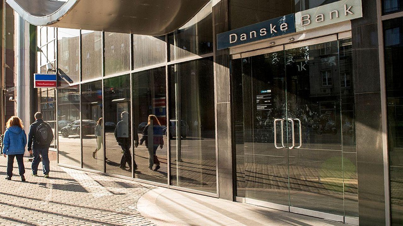 Deux mois après la démission de son directeur général, c'est lau tour du président de Danske Bank de quitter son poste. La première banque danoise est ébranlée par un gigantesque scandale de blanchiment d'argent.