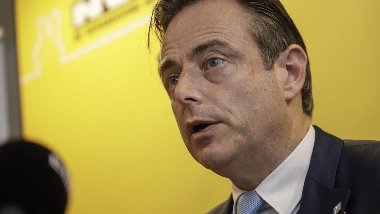 Le président du parti Bart De Wever avait lancé samedi soir un ultimatum à Charles Michel, laissant entendre que la N-VA s'en irait si ce dernier s'envolait pour Marrakech dimanche. -