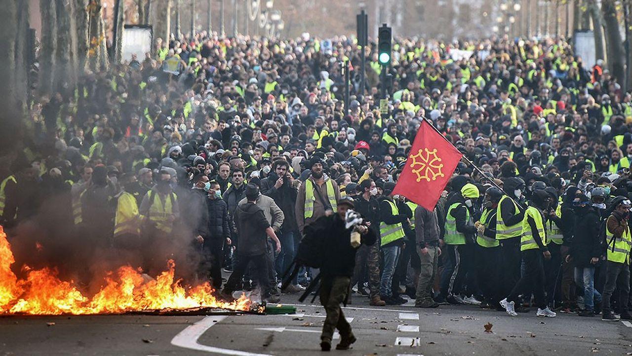 Dans plusieurs grandes villes, comme ici à Toulouse, les rassemblements des « gilets jaunes » ont à nouveau dérapé.