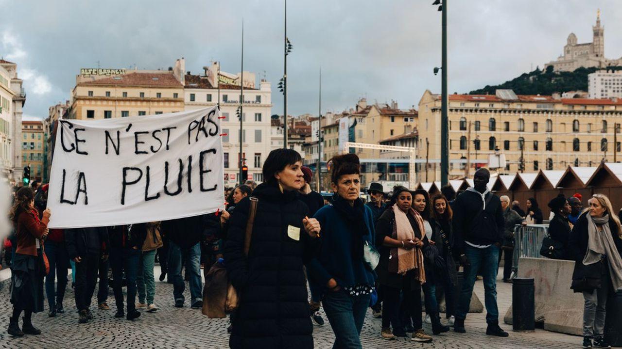 Une marche blanche s'est déroulée le 10 novembre en hommage aux huit victimes de l ecroulement de deux immeubles vetustes du centre-ville.