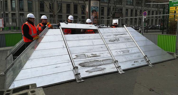 Le système de bardeaux en aluminium est beaucoup plus rapide à monter que celui en parpaings.