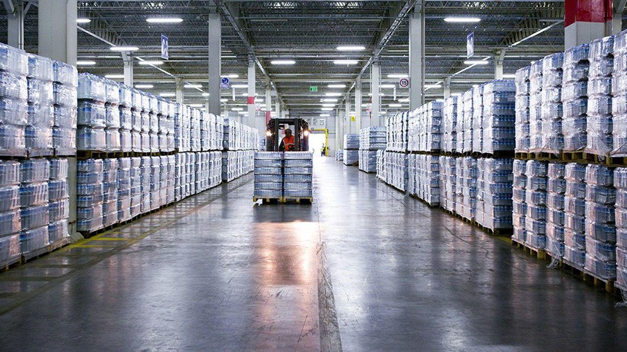 Les usines turques, ici un entrepôt de bouteilles d'eau dans une filiale locale de Nestlé dans la région de Bursa, sont à un niveau d'activité au plus bas depuis neuf ans.