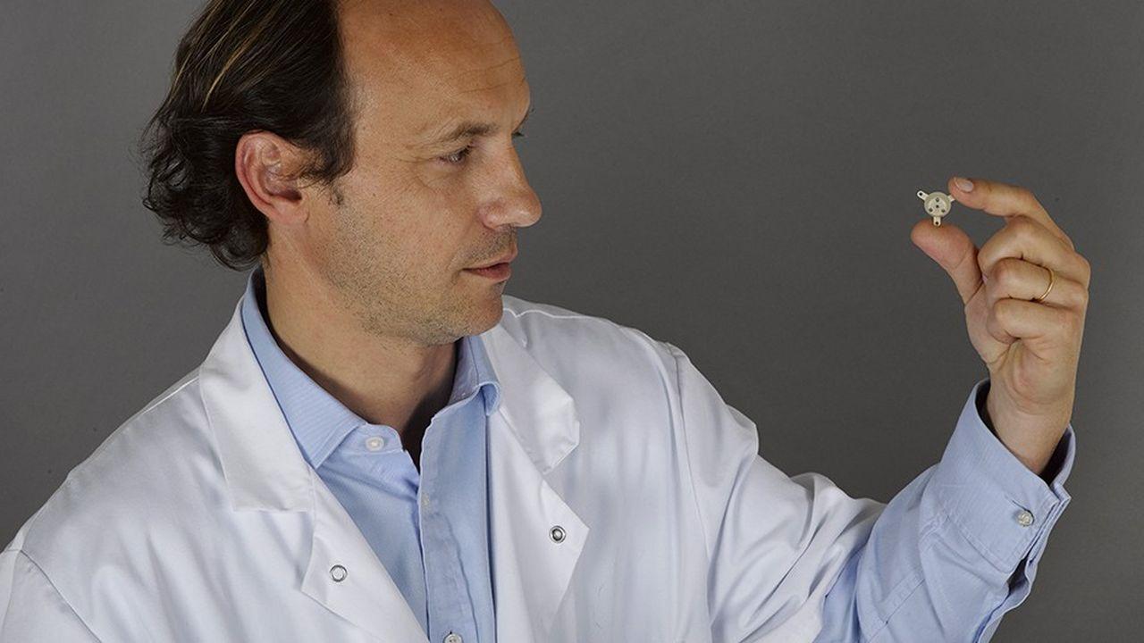 Le professeur Alexandre Carpentier, fondateur de la société CarThera et inventeur de l'implant extracérébral SonoCloud.