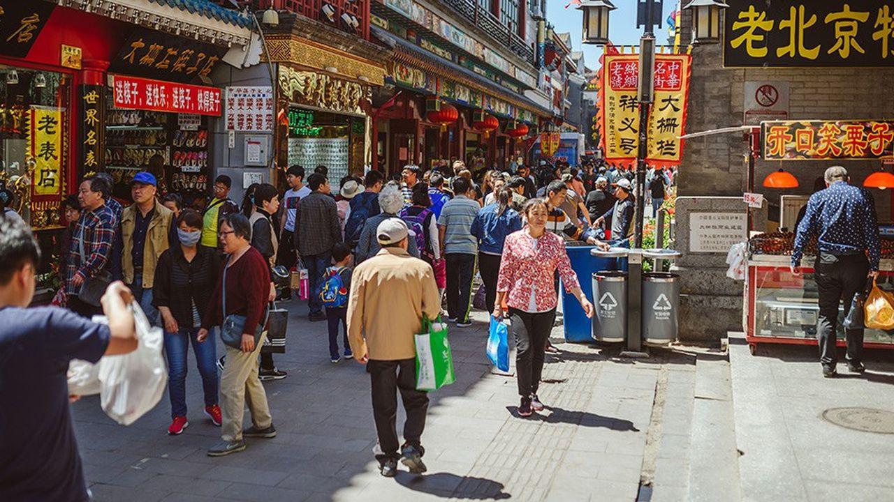 Le gouvernement chinois a prévu des baisses d'impôts de120milliards de yuanspour les ménages à partir du 1erjanvier prochain.