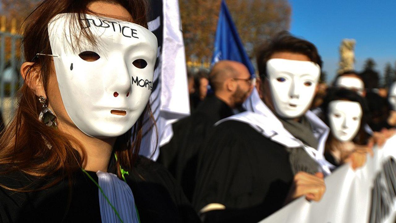 Les avocats ont manifesté dans toute la France ce mercredi contre la réforme de la justice. Une nouvelle journée de mobilisation n'est pas exclue.