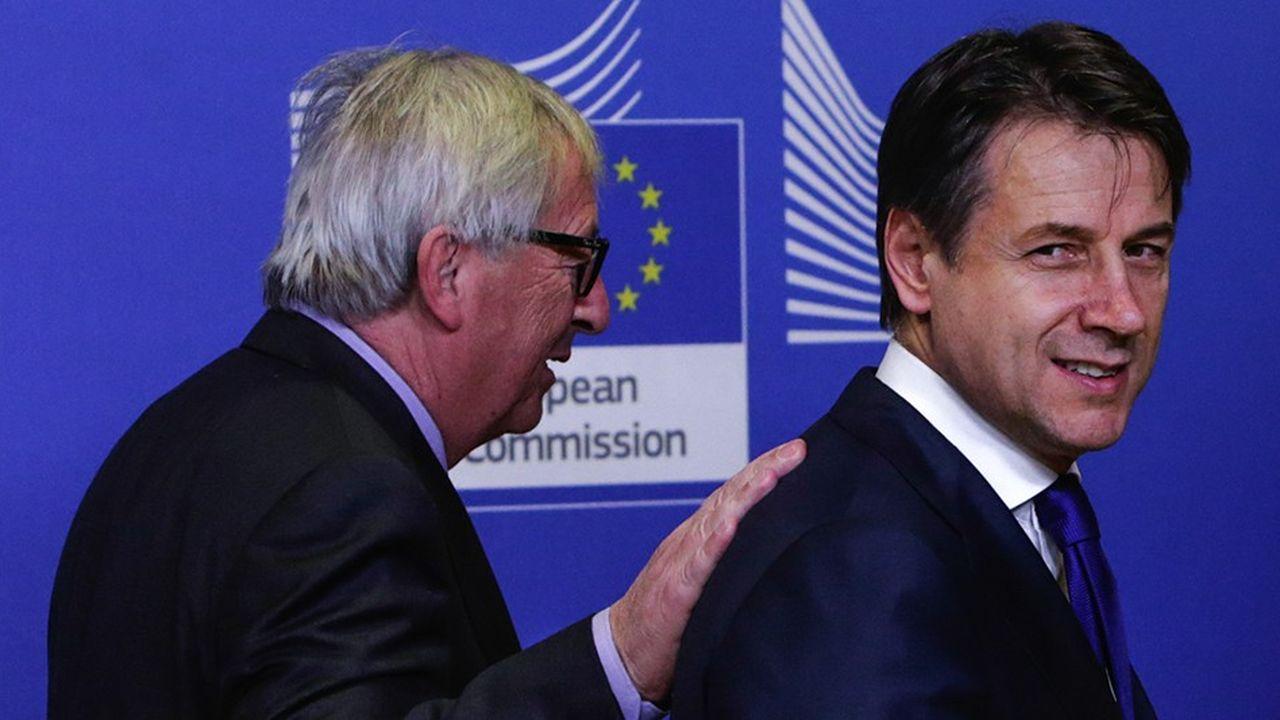 Le président de la Commission européenne Jean-Claude Juncker avec le président du Conseil italienGiuseppe Conteà Bruxelles le 12décembre 2018.