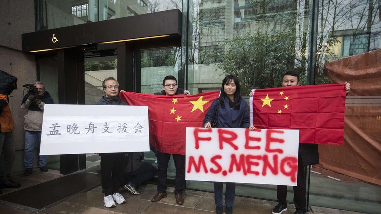 Mardi, des Chinois résidant au Canada ont réclamé la libération immédiate de la directrice financière de Huawei, Meng Wanzhou, devant la Cour de justice