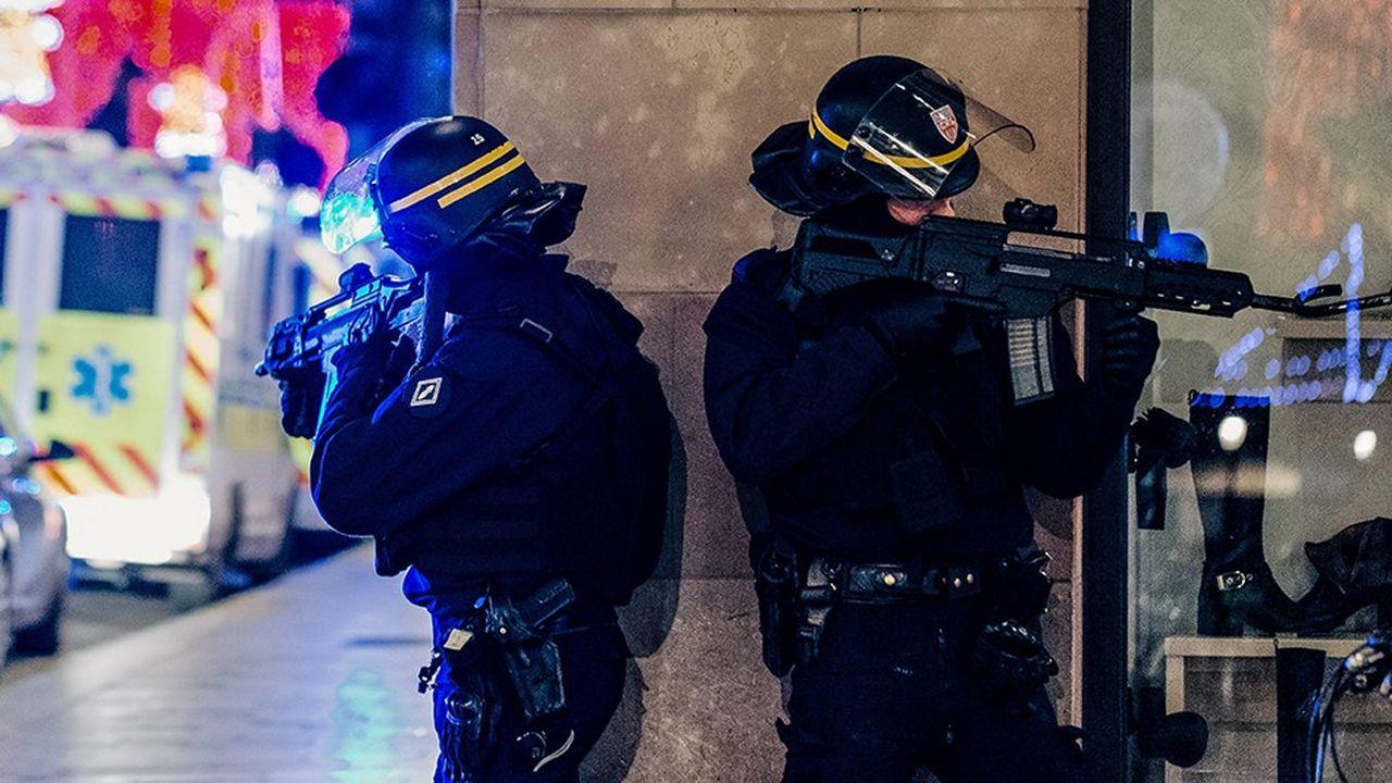 Après l'attentat de Strasbourg, les thèses complotistes ont fleuri chez les «gilets jaunes» pour accuser le gouvernement d'être à l'origine de l'attentat.