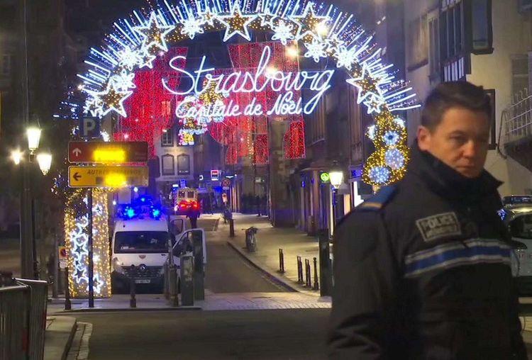 L'attaque a été perpétrée dans le secteur du célèbre Marché de Noël de Strasbourg, depuis longtemps objet de l'attention des autorités.
