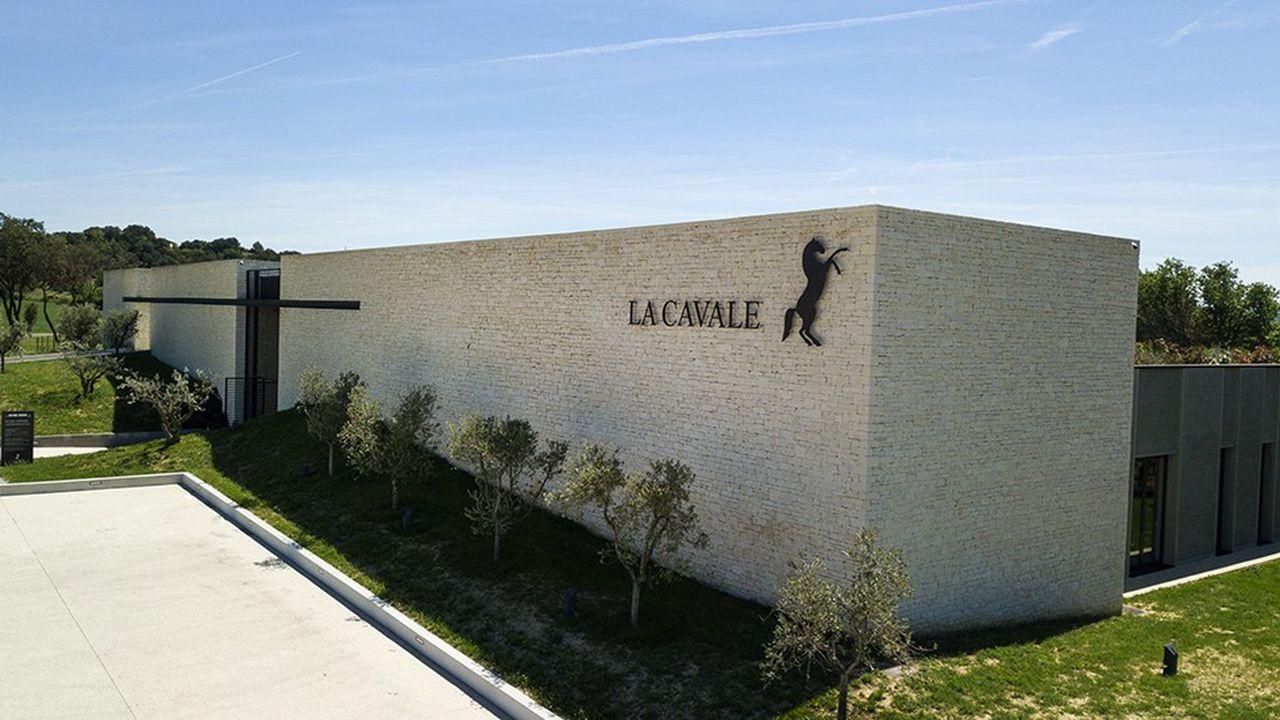 Le chai, conçu par l'architecte Jean-Michel Wilmotte, contribue à la nouvelle image du domaine.