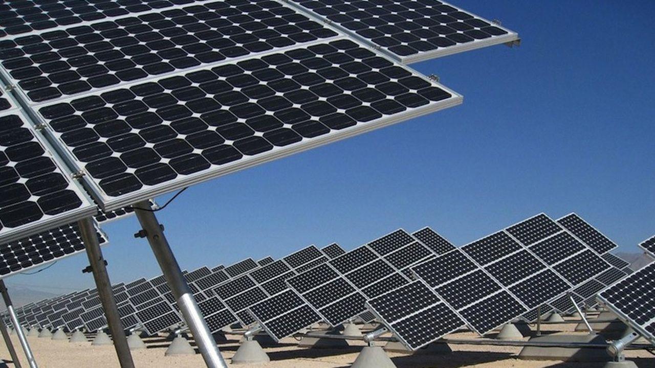 Le Fonds vert pour le climat contribue au financement de projets d'adaptation au changement climatique dans les pays en développement, mais aussi, comme leurs grands chantiers d'atténuation du réchauffement, notamment dans le secteur des énergies renouvelables. Comme ici, à Benban, en plein désert égyptien où le pays est en train de se doter de la plus grande centrale solaire du monde.