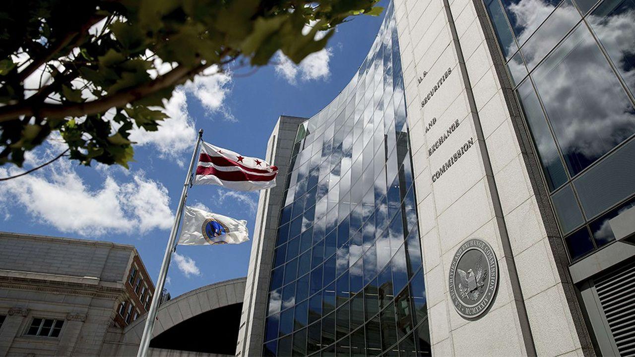 La SEC envisage de fixer elle-même le montant des récompenses versées aux lanceurs d'alerte lorsque la sanction totale infligée à l'entreprise dépasse les 100millions de dollars.